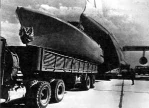 Фото самолёта Ил-76ПС ( Погрузка катера в Ил-76ПС )